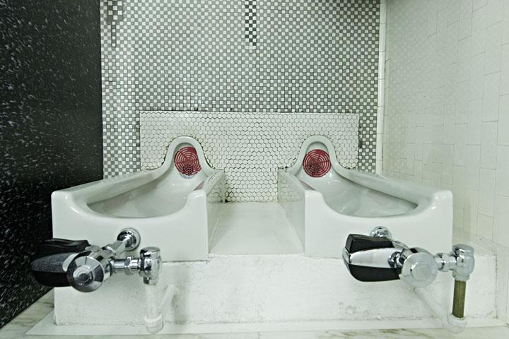 Davidson bathroom- Devin Leith